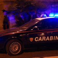 Milano, rimprovera un gruppo di ragazzi per schiamazzi notturni: preso a ombrellate, finisce in ospedale
