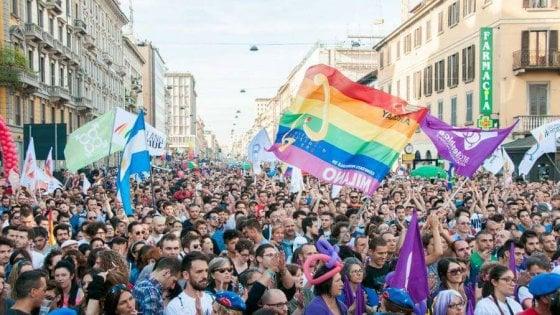 """Milano Pride, la Regione nega il patrocinio. L'opposizione: """"E' l'effetto Salvini sui diritti civili"""""""