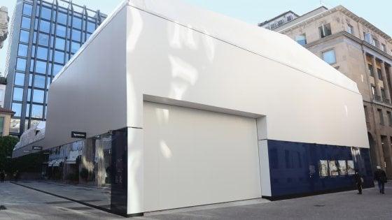 Apple store a Milano, cresce il cantiere in centro: un cubo 'creativo' per evitare polemiche