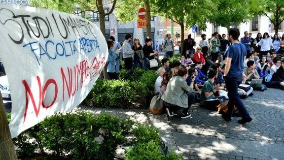 Milano, la Statale decide sul numero chiuso: oggi il voto. Senza test resterebbero solo 4 corsi su 79