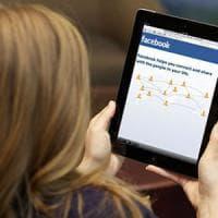 Lecco, il catalogo delle donne single con i profili pescati da Facebook: indagato  l'autore