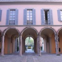 ''Cortili aperti'' a Milano, nelle dimore storiche anche le auto d'epoca rese celebri dal cinema