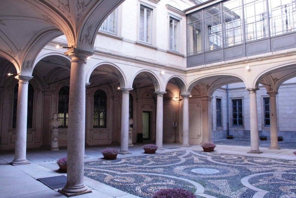 Milano, i cortili segreti delle dimore storiche aprono al pubblico