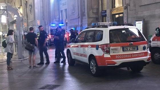 Milano, due militari e un poliziotto accoltellati in stazione Centrale durante un controllo: fermato l'aggressore