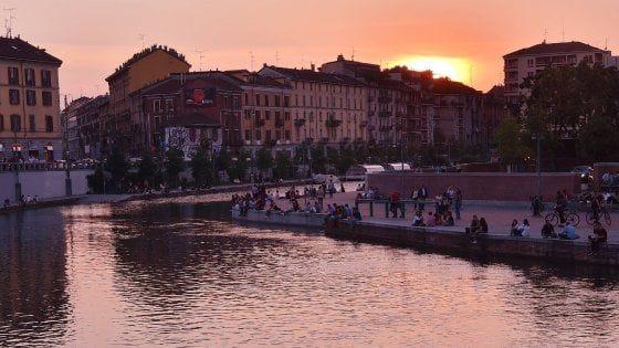 """Milano mette un freno alla movida estiva, coprifuoco per gli eventi in Darsena: """"Stop a mezzanotte"""""""