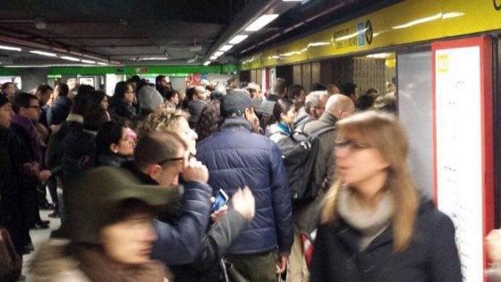 Cagnolino in galleria: bloccata la metro 3 di Milano