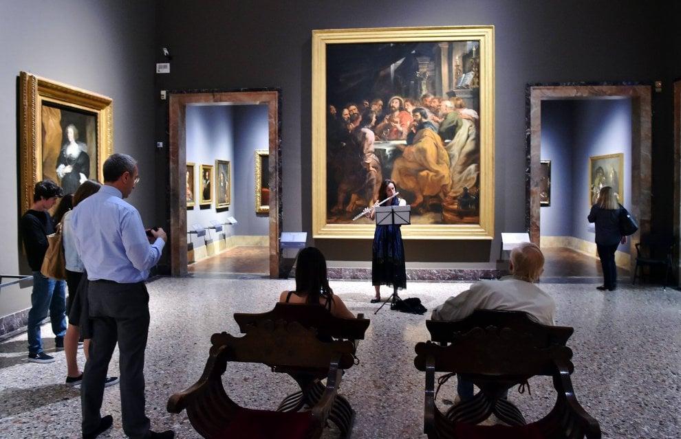 Brera by night: successo del terzo giovedì del mese in Pinacoteca fra musica classica e arte