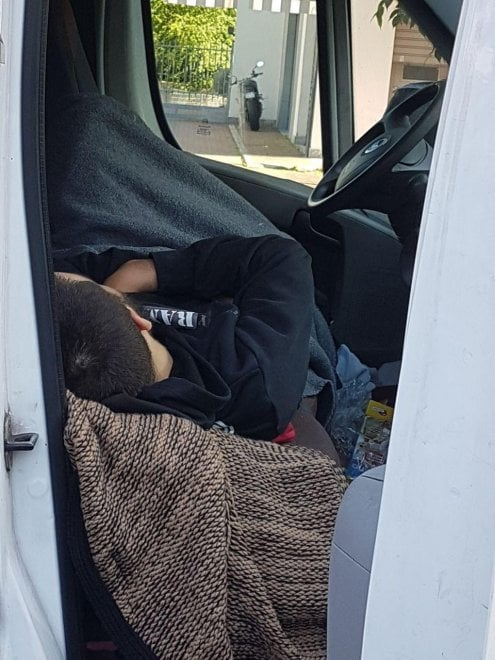 Stazione Centrale, l'aggressore fotografato dai residenti nel furgone: il mezzo multato 357 volte