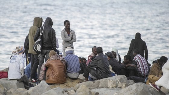 """Marcia per i migranti a Milano, Petrini: """"Perché non possiamo giudicare la disperazione altrui"""""""