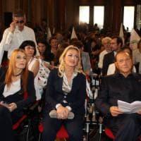 """Milano, Berlusconi fonda un nuovo partito: """"Movimento animalista, alle elezioni potrebbe..."""