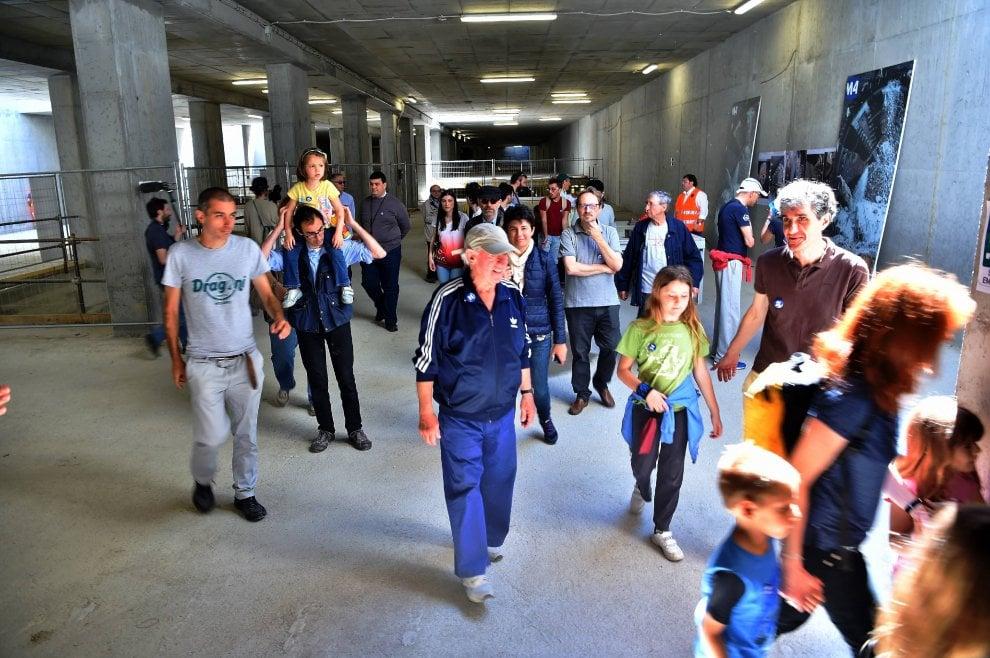 Milano, avanzano gli scavi della M4: in coda per esplorare i cantieri
