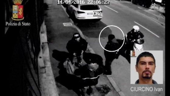 """Milano, presa la banda dei finti poliziotti antiterrorismo. La polizia: """"Rapine anche ai pusher"""""""