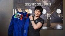 AstroSamantha dona  la sua tuta ''spaziale'' al  Museo della Scienza    vd