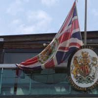 Milano per Manchester: bandiere a mezz'asta in Comune e al consolato dopo la strage