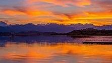 Varese, il tramonto  ha mille sfumature:  lo spettacolo del lago