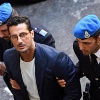 """Processo a Corona, il commercialista: """"Fabrizio guadagnava 130mila euro al mese in nero"""""""
