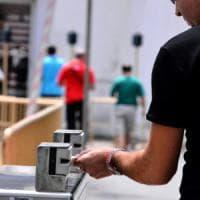 Milano, in pausa pranzo senza timbrare il cartellino: 8 dipendenti della