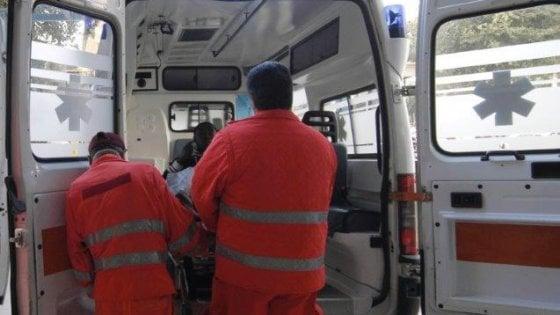 Pavia, elettricista 41enne precipita dal tetto mentre ripara un