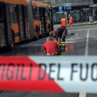 Milano, bus prende fuoco durante il servizio: nessun passeggero a bordo,
