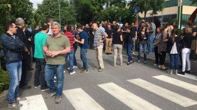 Licenziata neomamma: sciopero immediato di tutti i 230 lavoratori della fabbrica   video
