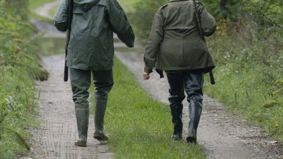 Bergamo, spara per errore al figlio durante una battuta di caccia al tasso: gravissimo