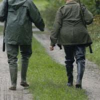 Bergamo, spara per errore al figlio durante una battuta di caccia al tasso: