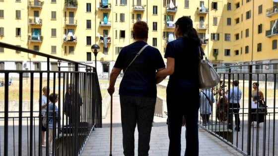 """Milano, anziani mai più soli d'estate: il Comune cerca 200 """"angeli custodi"""""""