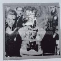 Bergamo:  sfregiate le foto dei partigiani e  incisa la sigla SS allo storico