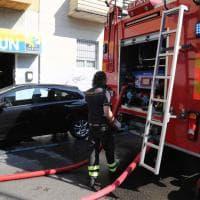 Milano, ustionata nell'incendio in casa: l'intervento dei pompieri