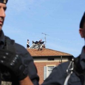 Milano, gli squatter di via Gadames tornano a occupare: blitz in un capannone abbandonato