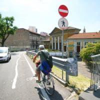 Milano, blitz nella notte dei 'Guerrilla bike': spunta la nuova ciclabile dell'Isola