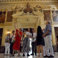 2 giugno, porte aperte in Comune: milanesi e turisti alla scoperta di Palazzo Marino