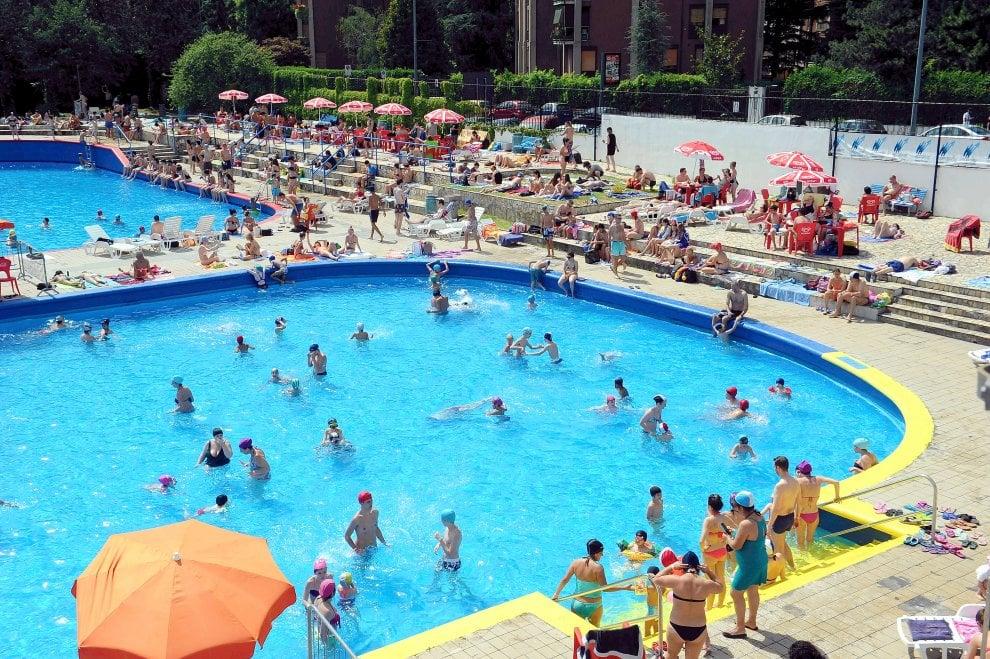 Milano primo giorno di apertura delle piscine boom di ingressi 1 di 1 milano - Piscina argelati ...
