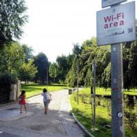 Milano, parte il nuovo wi-fi pubblico: navigazione senza limiti e un solo