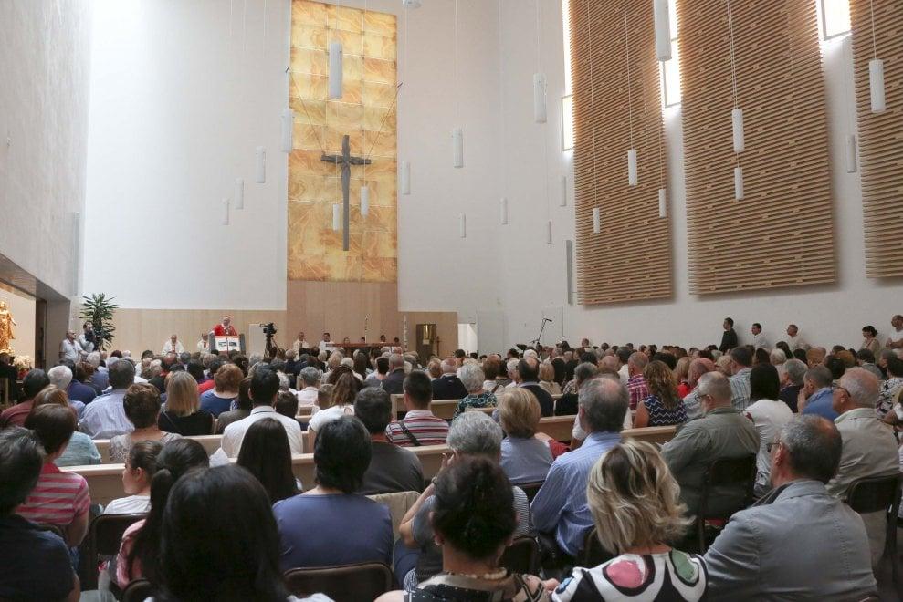 Milano, Scola consacra la chiesa di design tra i palazzoni di periferia