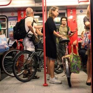 Milano, la città dei ciclisti: ecco il piano per far salire le bici a bordo dei tram