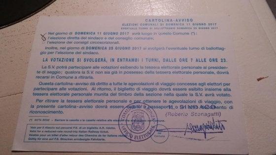 Comunali, in treno dall'Australia a Monza (e ritorno) per votare: la cartolina del Comune fa ridere Facebook
