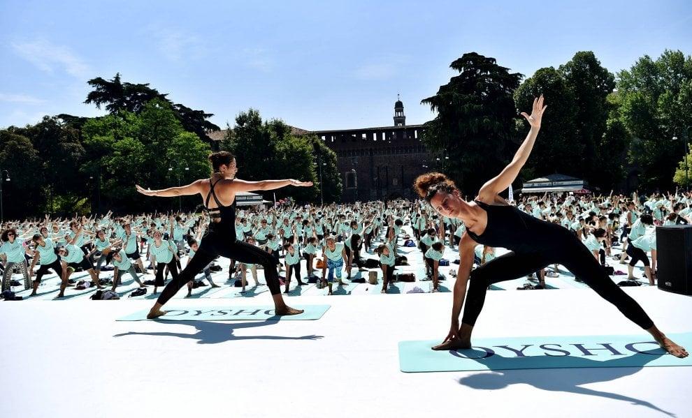 Milano lezione gratuita di yoga in piazza del cannone 1 for Piazza del cannone