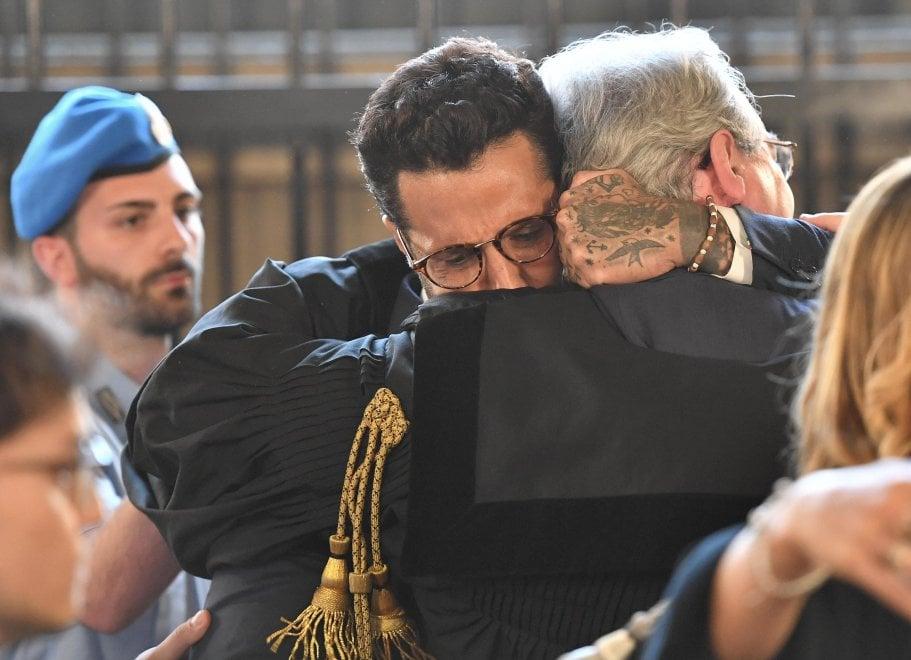 Milano, un anno a Corona: la gioia dopo la lettura della sentenza