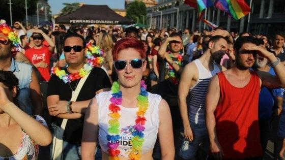 PrideWeek Milano, steward antirumore e zero vetro in piazza: prove di dialogo con il vicinato