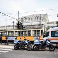 Milano, turiste americane urtate dal tram: sono madre e figlia di 13 anni. Non sono gravi