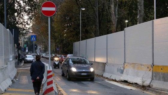 Milano, sfida al genio dei designer per decorare le recinzioni dei cantieri del metrò