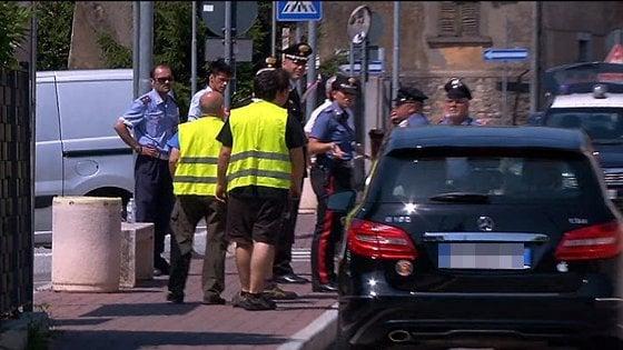 Bergamo, lo travolge in auto e lo uccide: lui la minacciava con un coltello
