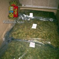 Milano, 24enne arrestato con 300 chili di droga: il carico stipato nel garage