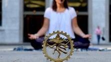 International Yoga Day  meditazione collettiva  in piazza San Fedele