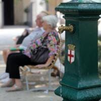 Milano, il termometro sale a 38 gradi: piscine gratis per gli anziani soli