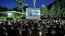 Cinema all'aperto  tra le case popolari  del Giambellino