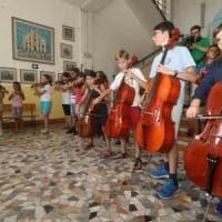 Inglese, sport, musica o teatro: ora la scuola apre anche di pomeriggio. Test in 122...