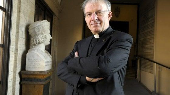 Pedofilia, spretato don Inzoli: la decisione di papa Francesco dopo la condanna