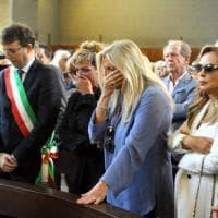 I funerali di Paolo Limiti a Milano: l'ultimo saluto del mondo dello spettacolo